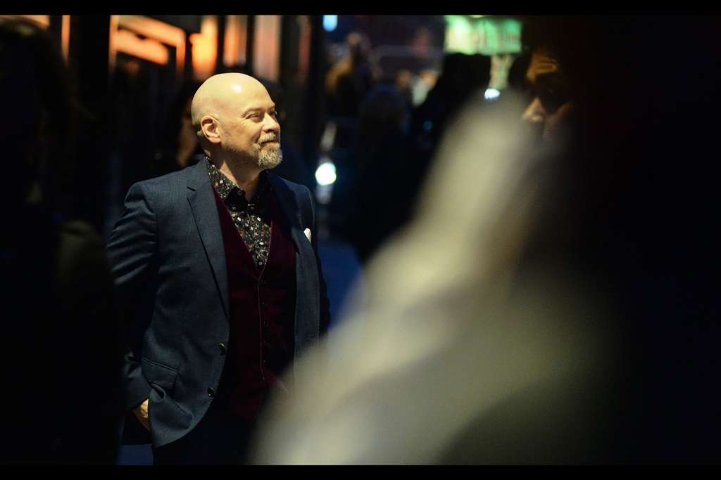 Once the lady with the green dress had entered the cinema, I was no longer too distracted to observe the fetching vest/jacket/shirt ensemble being worn by Steven S.DeKnight; who imdb.com informs me has many production credits to his name, as well as having directed episodes of TV shows as diverse as Angel, Smallville, Daredevil and Dollhouse.