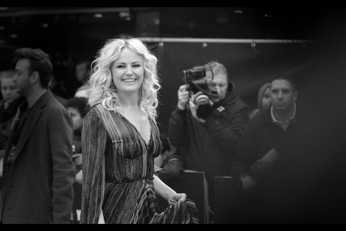 Malin Akerman's cheery smile almost - almost - makes me forget momentarily that I'm standing next to some a55holes. The pattern on the dress makes me think that maybe there's also an element of hypnotism involved.