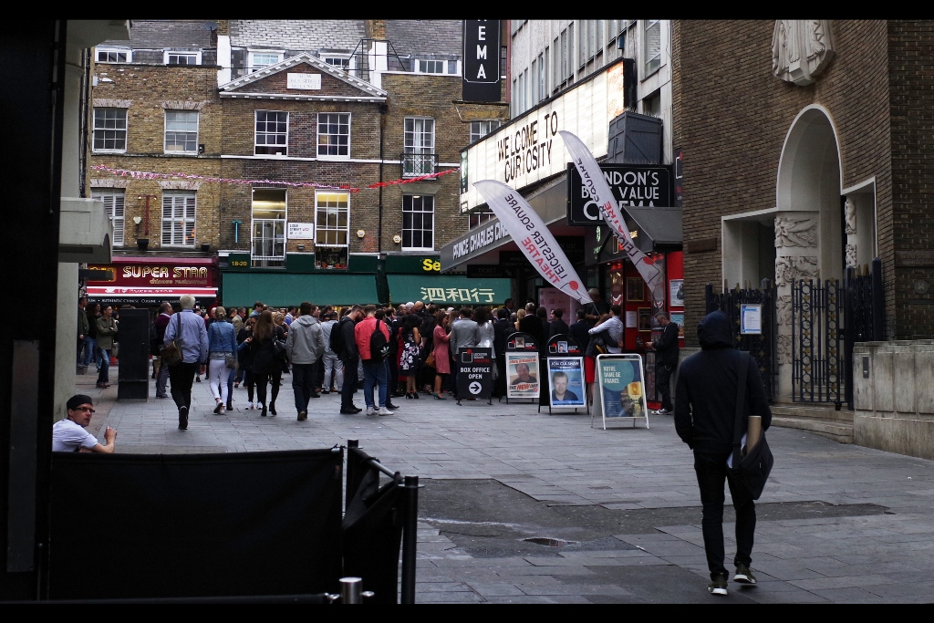 Heading towards the Empire Cinema, which had a security presence but no sign of any fans or carpet or barriers, a chance glance left-wards revealed.... an unexpected crowd, and paparazzi flashes coming from the PRINCE CHARLES Cinema!