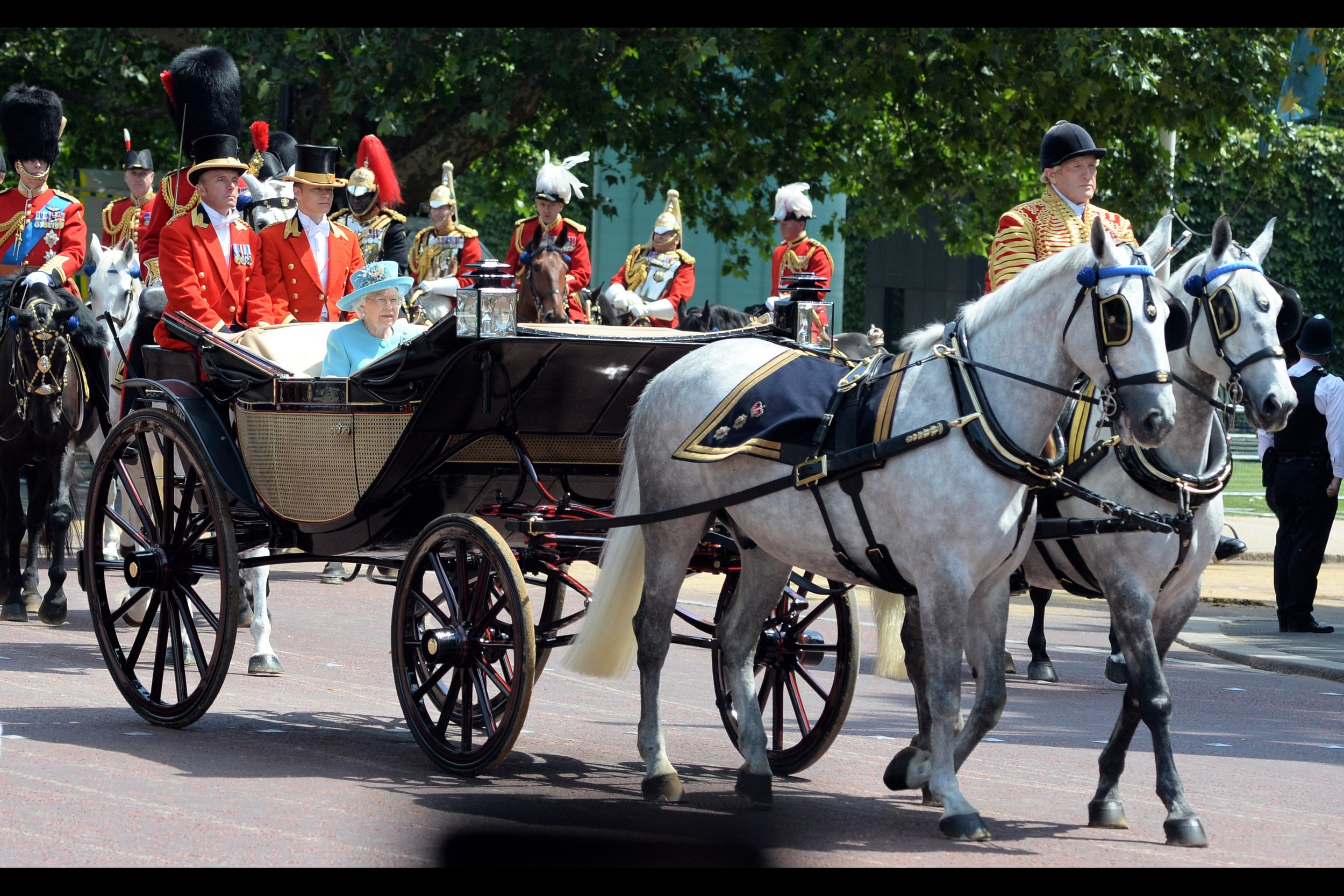Everyone else having gotten the f'' out of the way, The Queen makes her return to Buck House