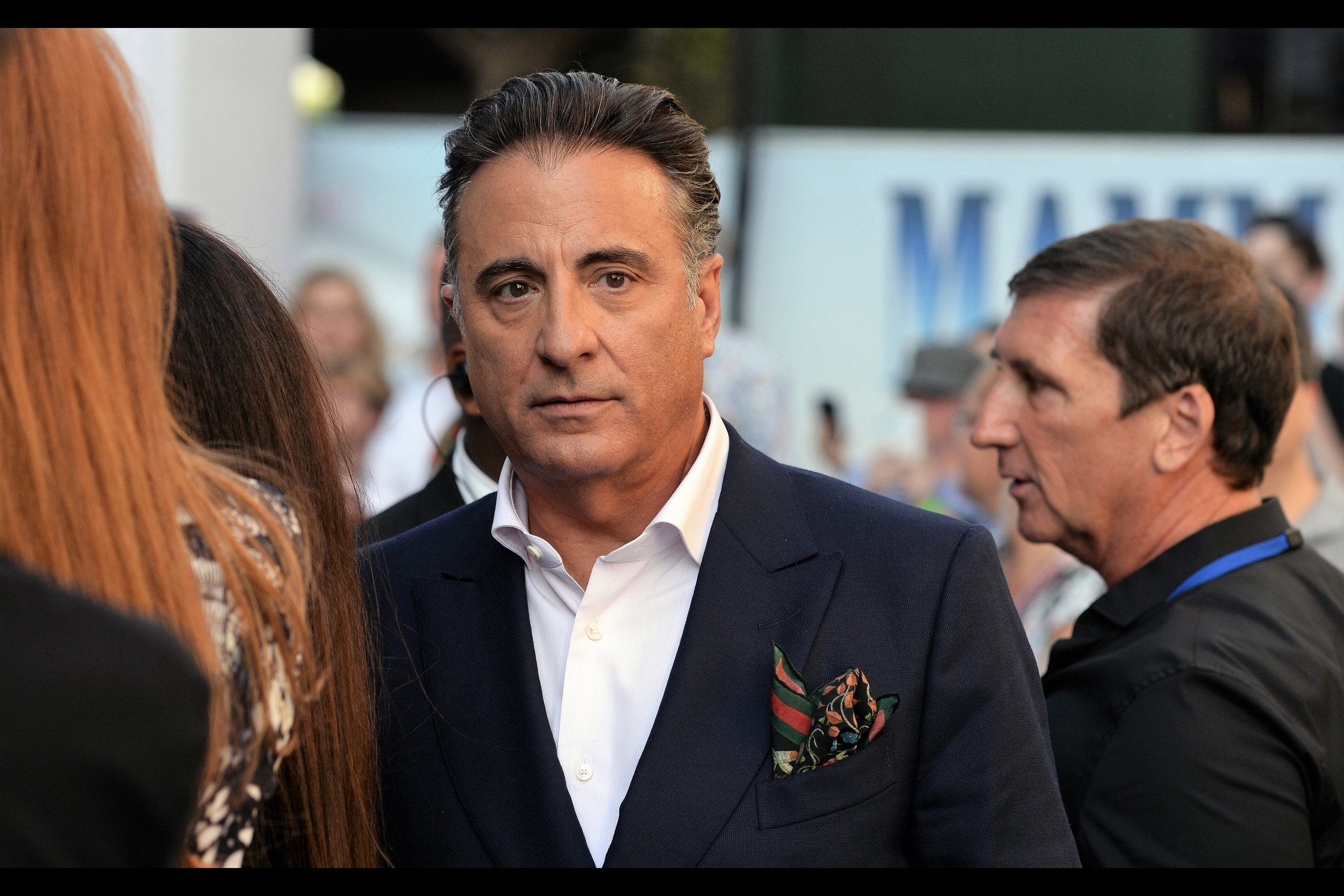 Andy Garcia had promised the girls to my right that he'd be back to sign. But as mentioned, many people say that.