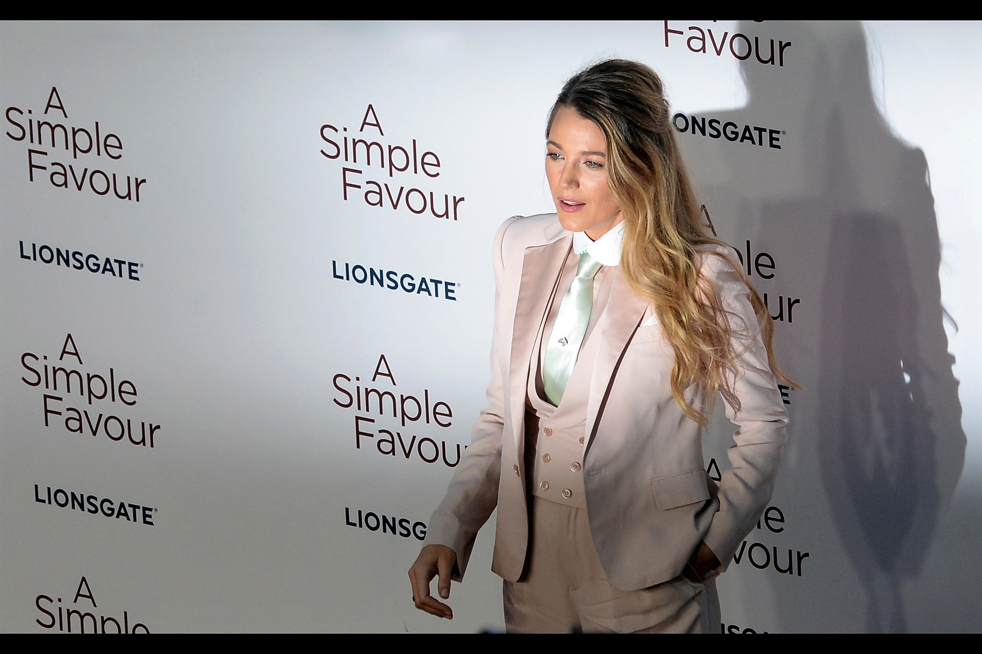 Not only is actress Blake Lively wearing a silk waistcoat and jacket, and not only is she wearing a tie… but that TIE is wearing a TIE-PIN!!