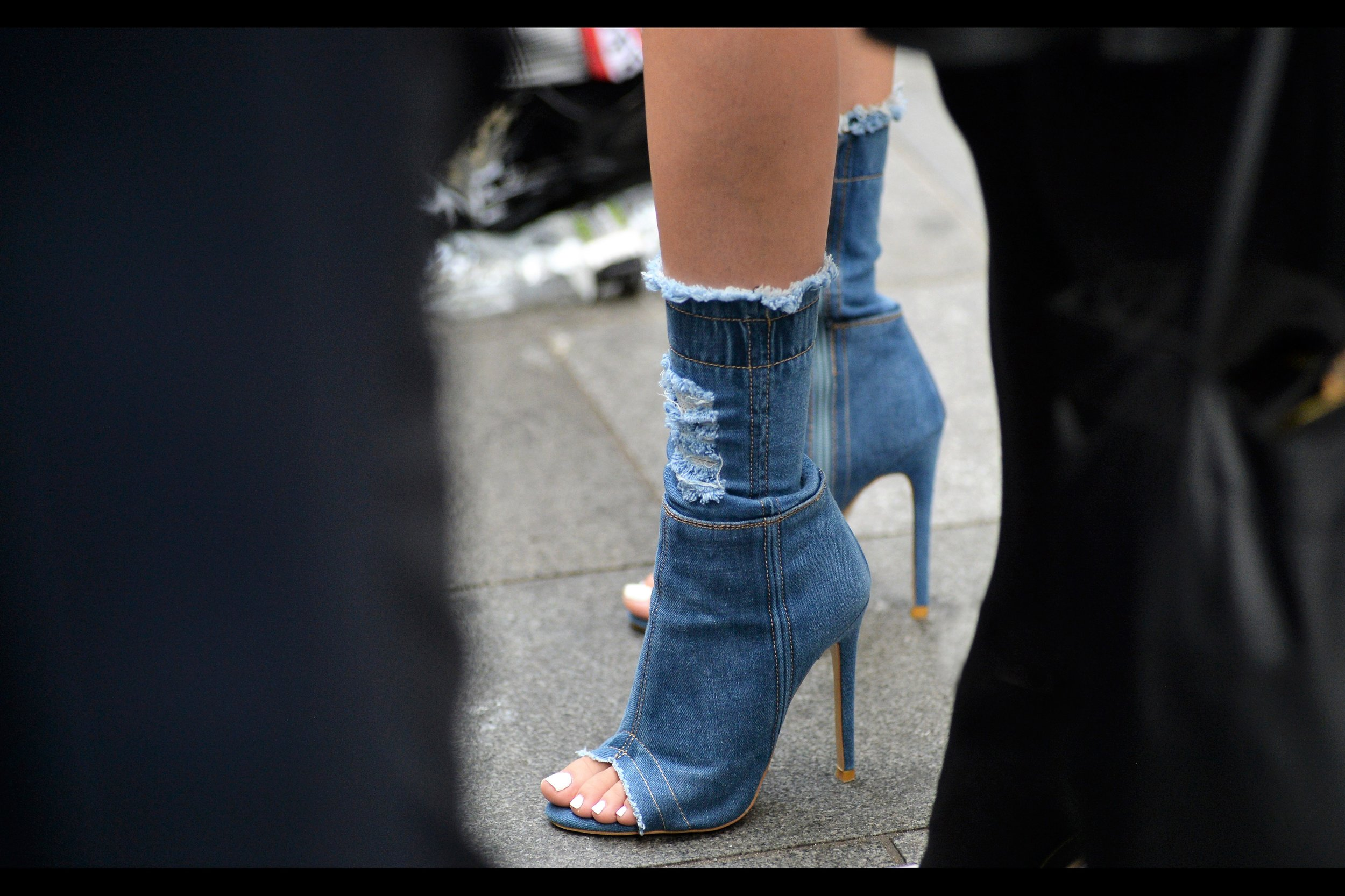 And        London Fashion Week    is still too recent for me not to take, and then post, this photo. (Plus if I don't… who will?)