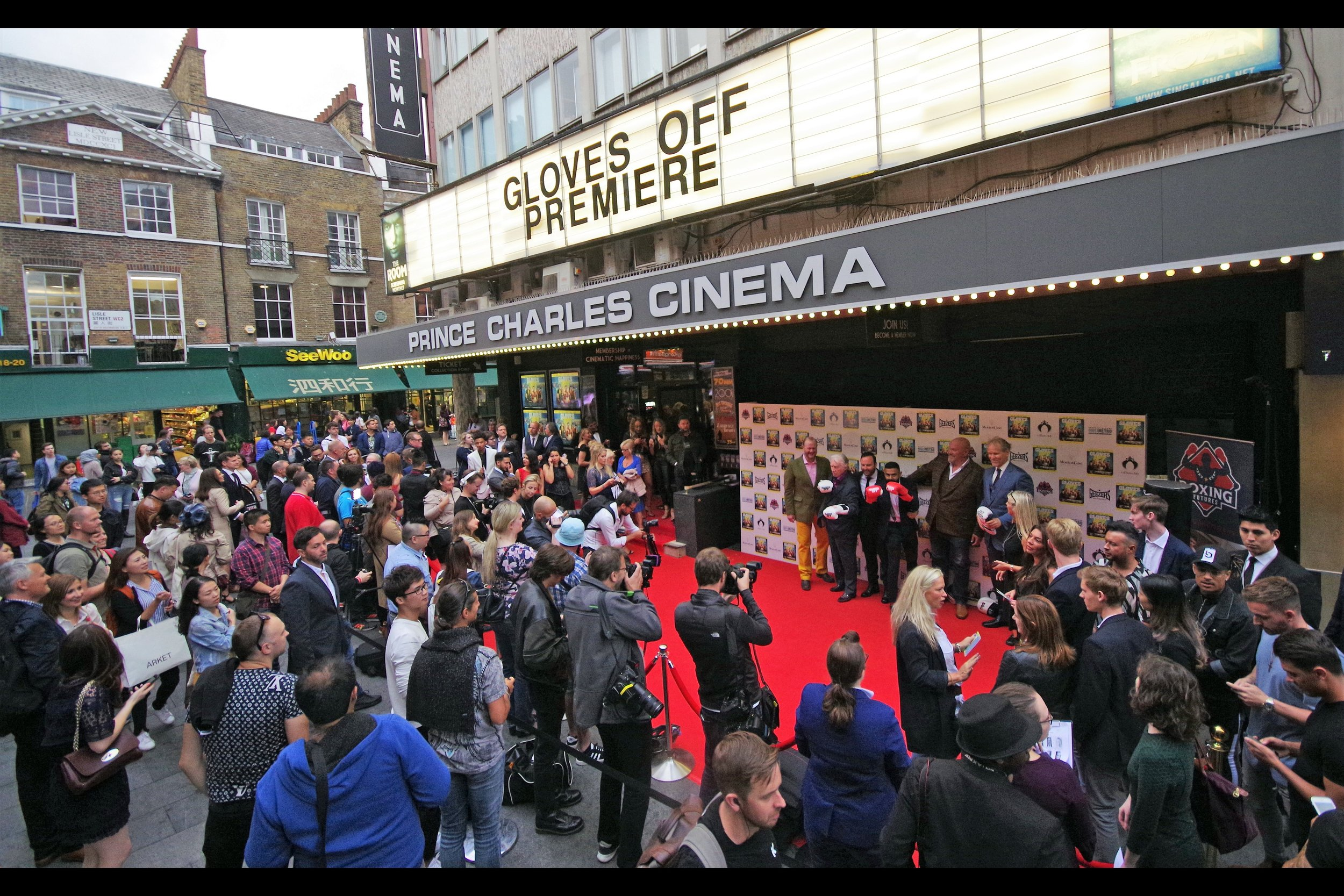 Wide-angle lens on a 6-foot monopod means I can do this. (I brought the monopod to the    Blake Lively premiere on Monday   , but there it was a failsafe, whereas here it's a choice)