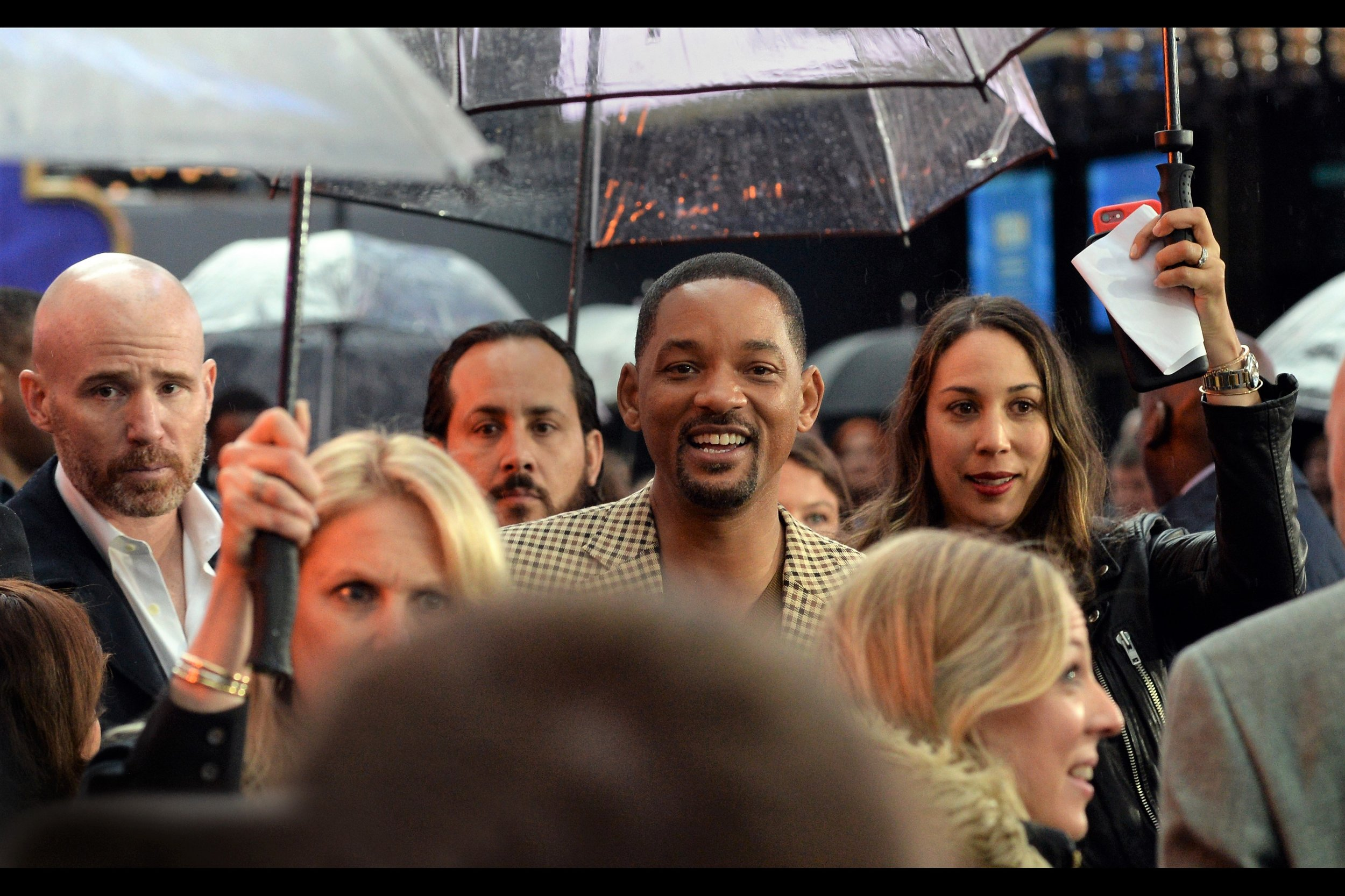 """You can come back for a second autograph at a later date, you know… I don't mind""  Will Smith returns to sign yet more autographs. I got a photo of him that I took at '7 Pounds' signed at 'Men in Black 3' if memory serves …."