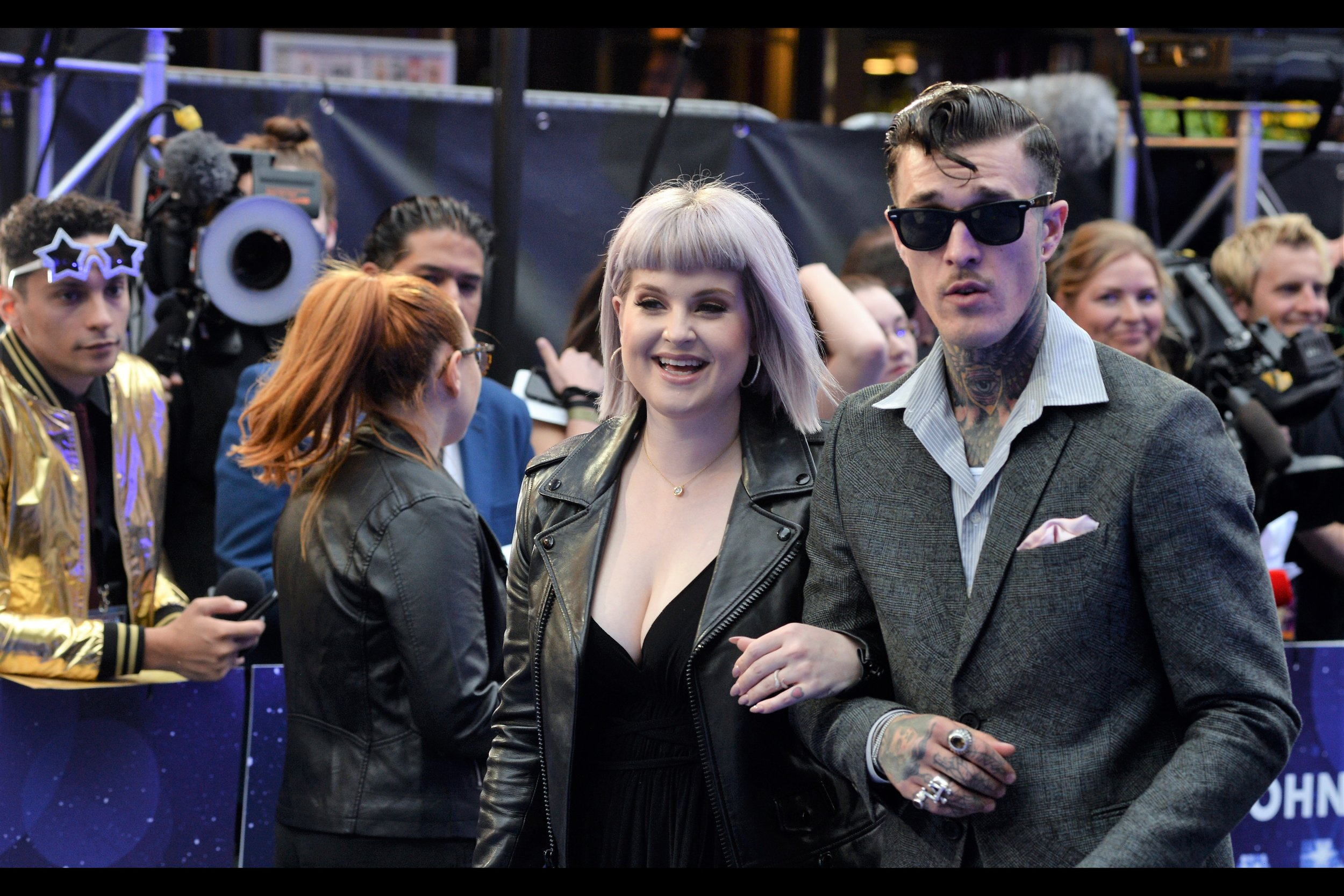 This is Kelly Osbourne (left), and for the life of me I can't remember whether she parlayed that early '000s reality TV show she was in into a singing career, modeling career, or what. But the guy with the star-struck glasses in the background left : you know he's building up to a level of fame that will last for Decades Glorious.