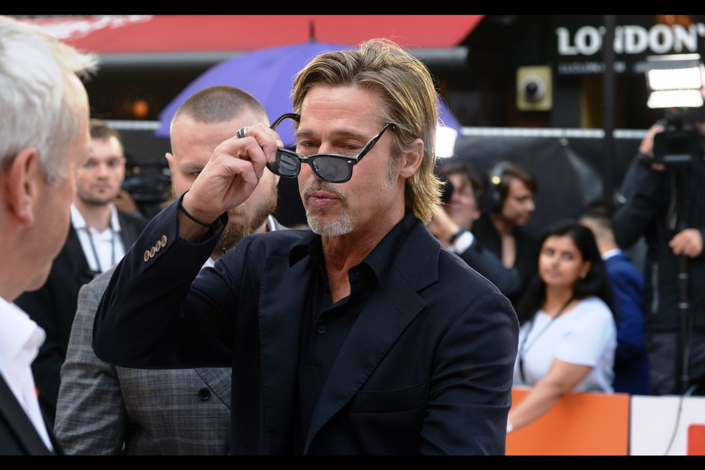 """Yeah, I saw it too. I'll probably have to burn these glasses. Now let's never refer to it again""  Good news for people in the front row of a premiere who think ribs are mainly superfluous : Brad Pitt has come over to sign autographs!  In other news… Margot Robbie is getting some makeup reapplied."