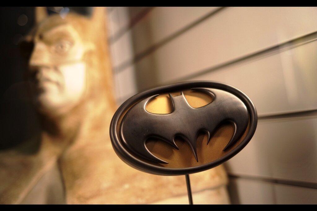 "Feedback from Original owner :  ""Is it okay if I don't provide my real name? I kinda wanna keep it secret""  Batman chest emblem from Batman Forever. Estimate  :  £3,000 - 5,000 (winning bid : £4,305)"