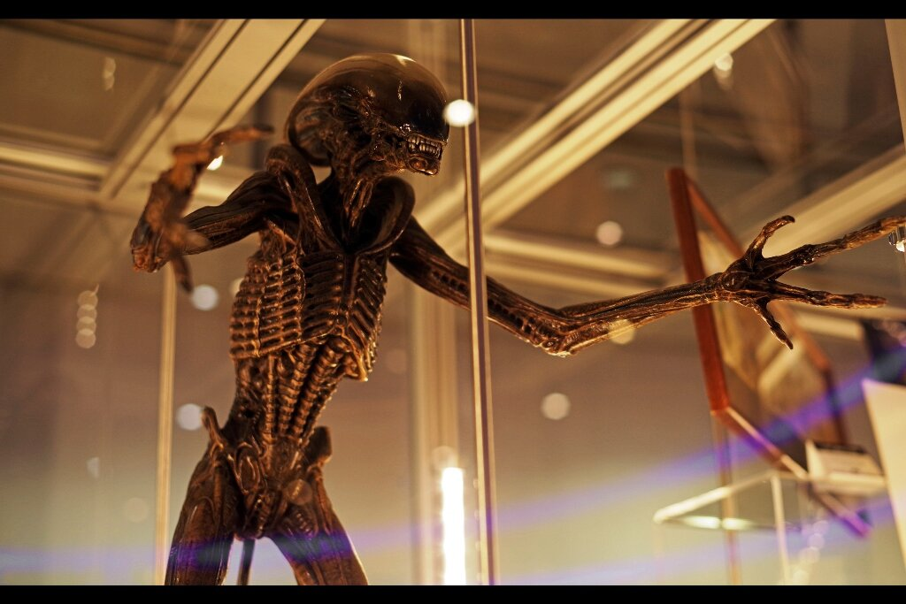 """""""I'm being held here and sold against my will - help me escape and I'll make it worth your while!""""   #FreeTheXeno  - Alien3 maquette. Estimate: £10,000 - 15,000 (winning bid : £13,530)"""