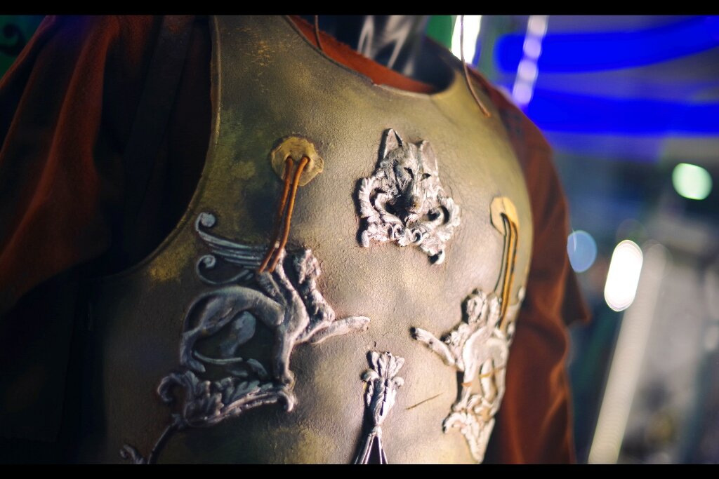 """Previous Owner's feedback :  """"When facing actual German tribesmen in battle, do not rely upon prop-masters, however talented""""  Russell Crowe's armour from Gladiator, Estimate: £20,000 - 30,000. (winning bid : £67,650)"""