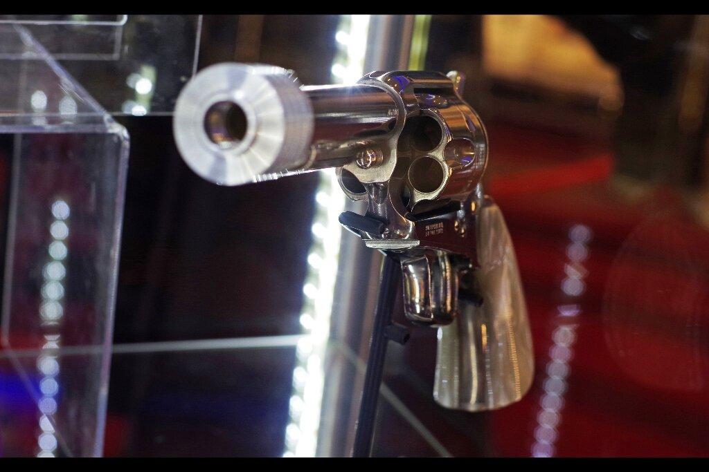 Bill's pistol from Kill Bill. Estimate: £6,000 - 8,000 - final price : £7,995 (more than Uma Thurman / The Bride!!!)