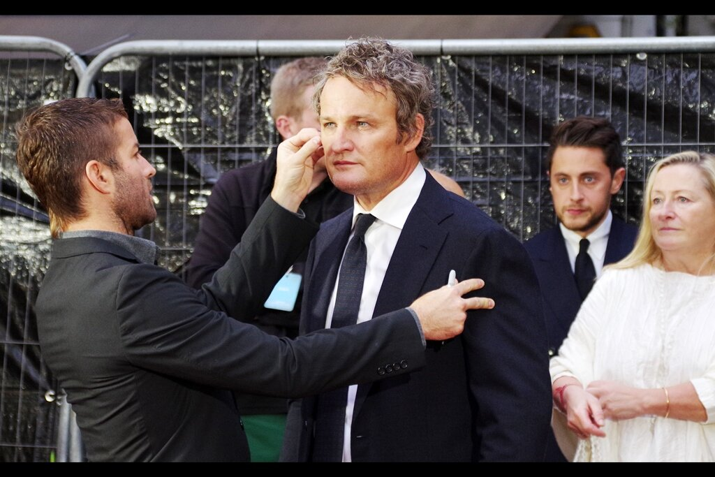 """""""I absolutely can not understate the importance of symmetry in your appearance…. Wait, are you wearing a watch on only one of your wrists?? What the hell, Jason…""""  a quick trip to imdb.com confirms what the accent of Jason Clarke suggested : he's Australia's Own <TM> Jason Clarke!"""