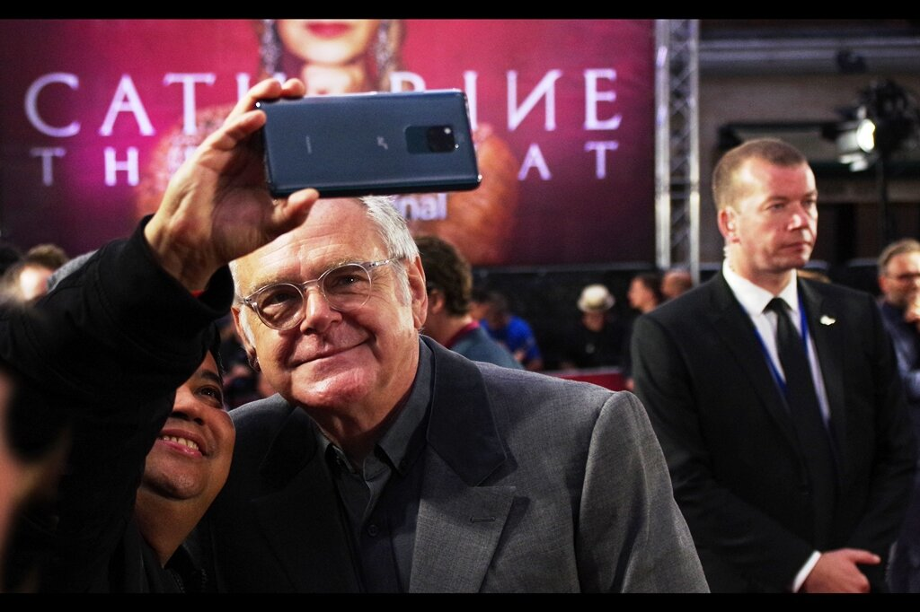 """""""No, I totally understand you wanting to compose the shot so you take in that security guard with the enigmatic expression behind us. In fact, if you weren't already going to, I would have insisted upon it""""  Kevin McNally - I last photographed him at the    Downton Abbey World Premiere   ."""