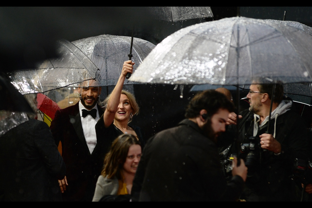 """""""Just trying to keep your umbrellas dry in the rain…""""  According to the helpful folk at wireimage.co, these are Natalie Herron and Royce Pierreson; and thanks to imdb.com, I'm informed that Royce Pierreson is in this movie, and plays the role of """"Burt""""."""