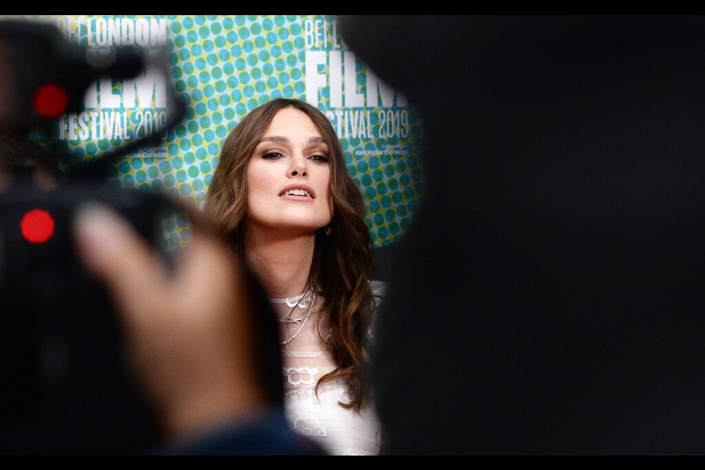 Keira Knightley and I almost share a moment, with only a hedge, two paparazzi shoulder blades and one or two blinking red lights between us.