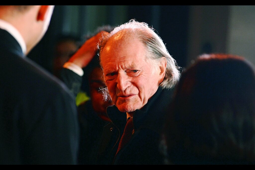 """""""You're trying to figure out what you want me to sign if I tell you I can only sign one item per person, aren't you?""""  David Bradley is best known for the dually-awesome roles of Walder Frey in Game of Thrones, and Hogwarts groundskeeper Filch in the Harry Potter films."""