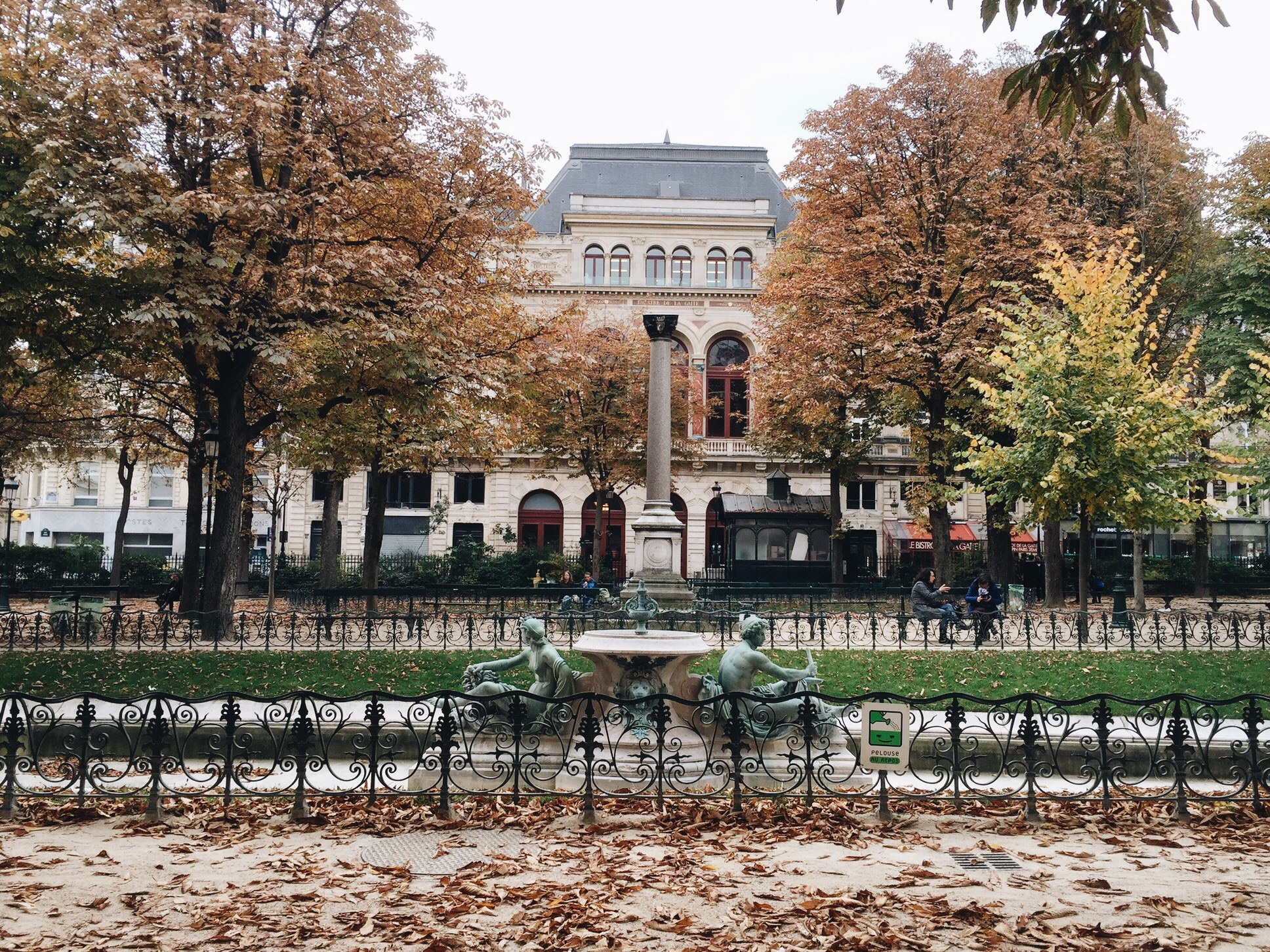 paris blogger travel fashion review spots food dinner lunch