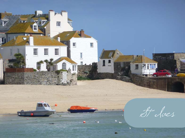 St Ives Harbour Beach. If you stand back from this photo, it almost looks like a contemporary blocky style painting.. The light quality in St Ives seems to be so completely different to elsewhere in the UK, it's no wonder that so many artists are drawn there!