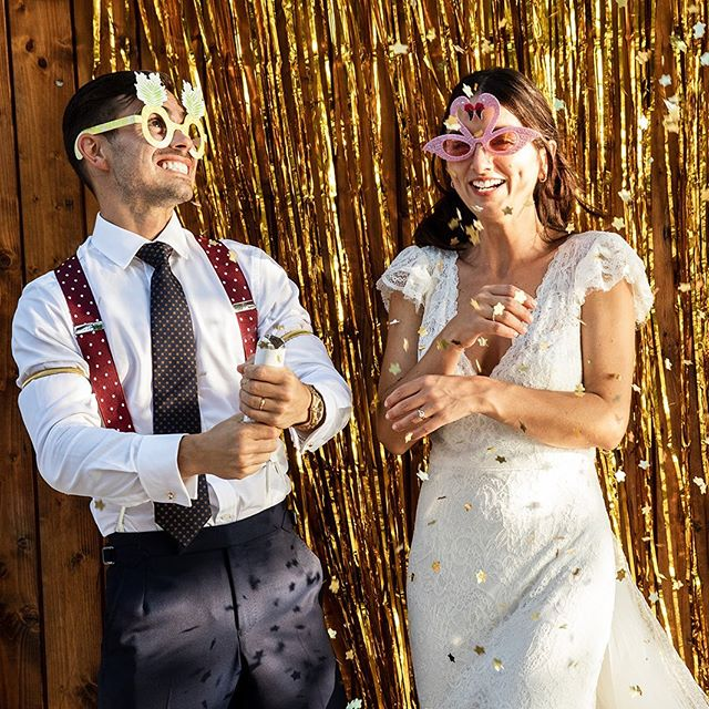 Happy 1st Year Anniversary to one of our fave @il_faro_wedding couples 💫🍾❤️🤩 #couplegoals #happiness #firstyearanniversary #destinationwedding #calabria #southernitalian #goldvibes #laughter #beautifulcouple #coolwedding #coolkids #instacool
