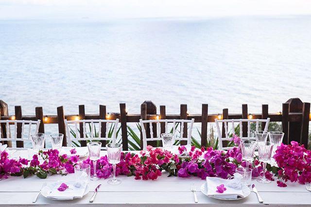 Cliff Top Dinner 💕 #elopmentwedding  #ELOPMENTLOVE #destinationwedding #ceremonywithaview #happiness #loveisintheair #amore #love #capovaticano #calabria #southernitalianwedding #sayyes 📷 @tommaso.pugliese.wedding