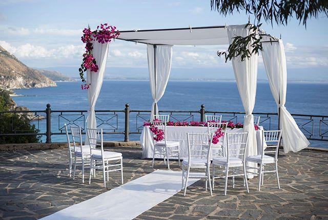 Bougainvillea Dreams 💕 #elopmentwedding #ELOPMENTLOVE #destinationwedding #ceremonywithaview #happiness #loveisintheair #amore #love #capovaticano #calabria #southernitalianwedding #sayyes 📷 @tommaso.pugliese.wedding
