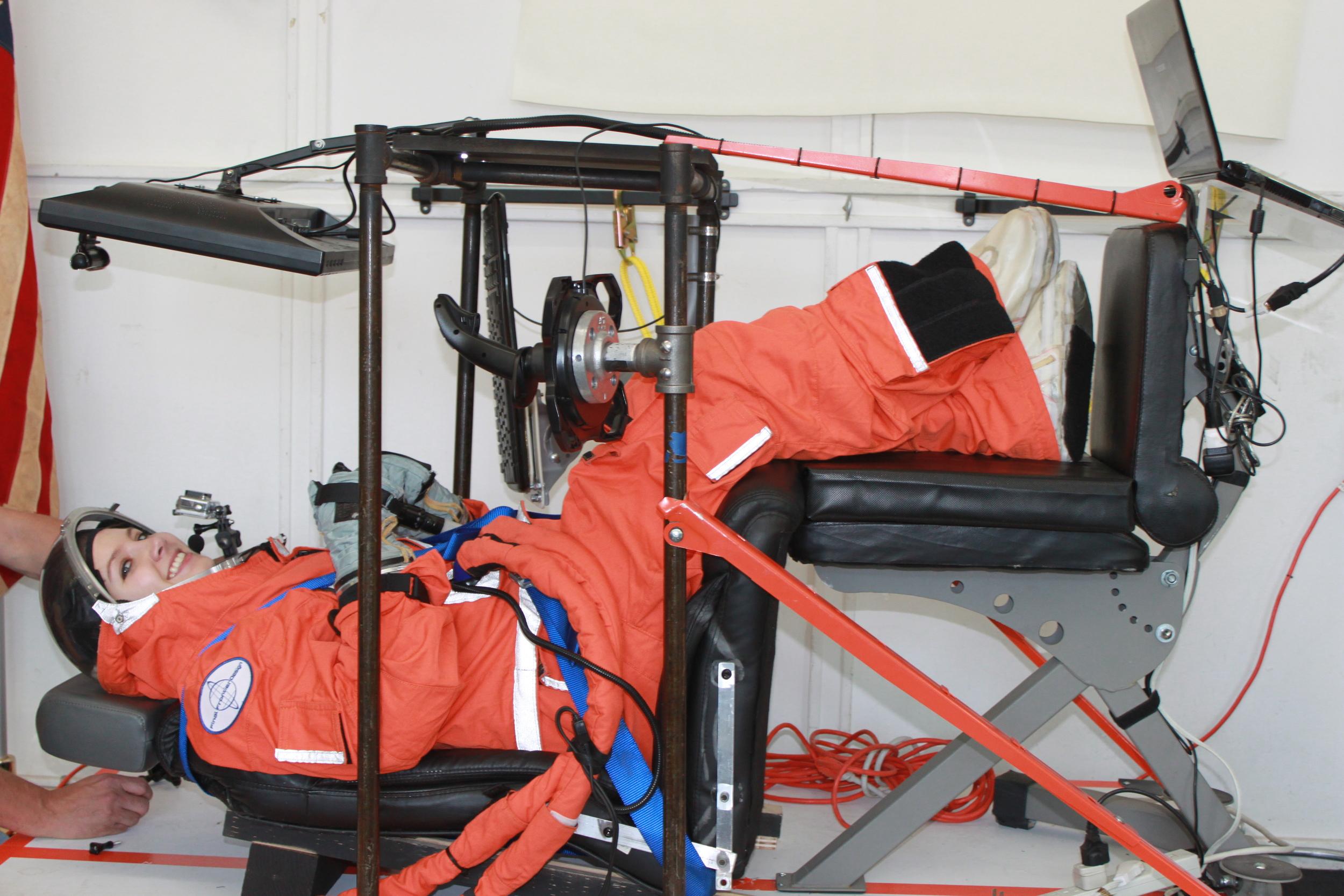 Loren Grush from Popular Science demoing FFD's flight simulator