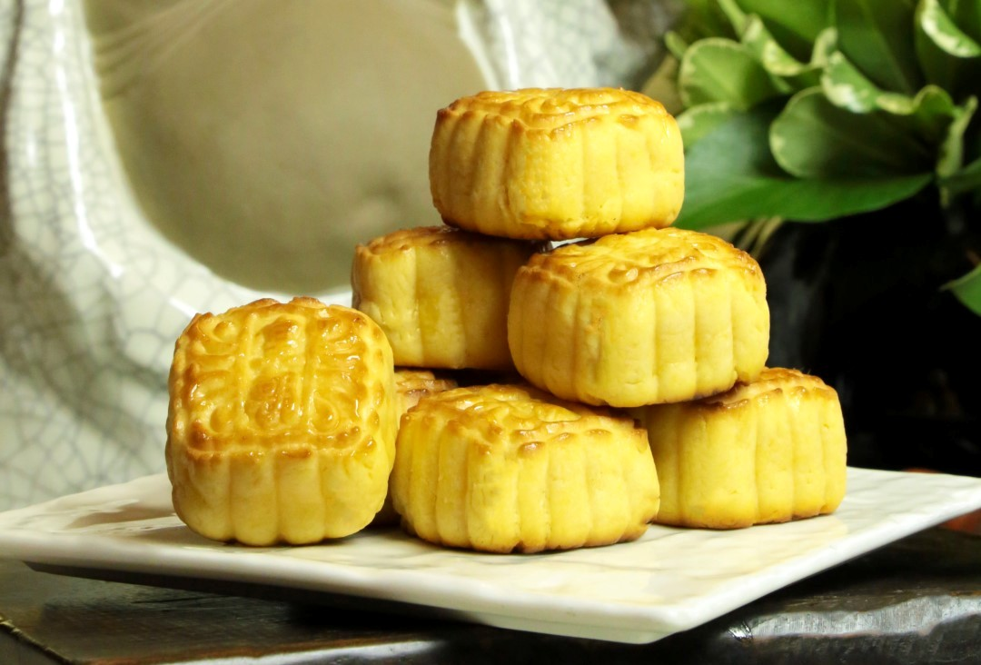 Moon Cakes at Royal China 4 - cropped.jpg