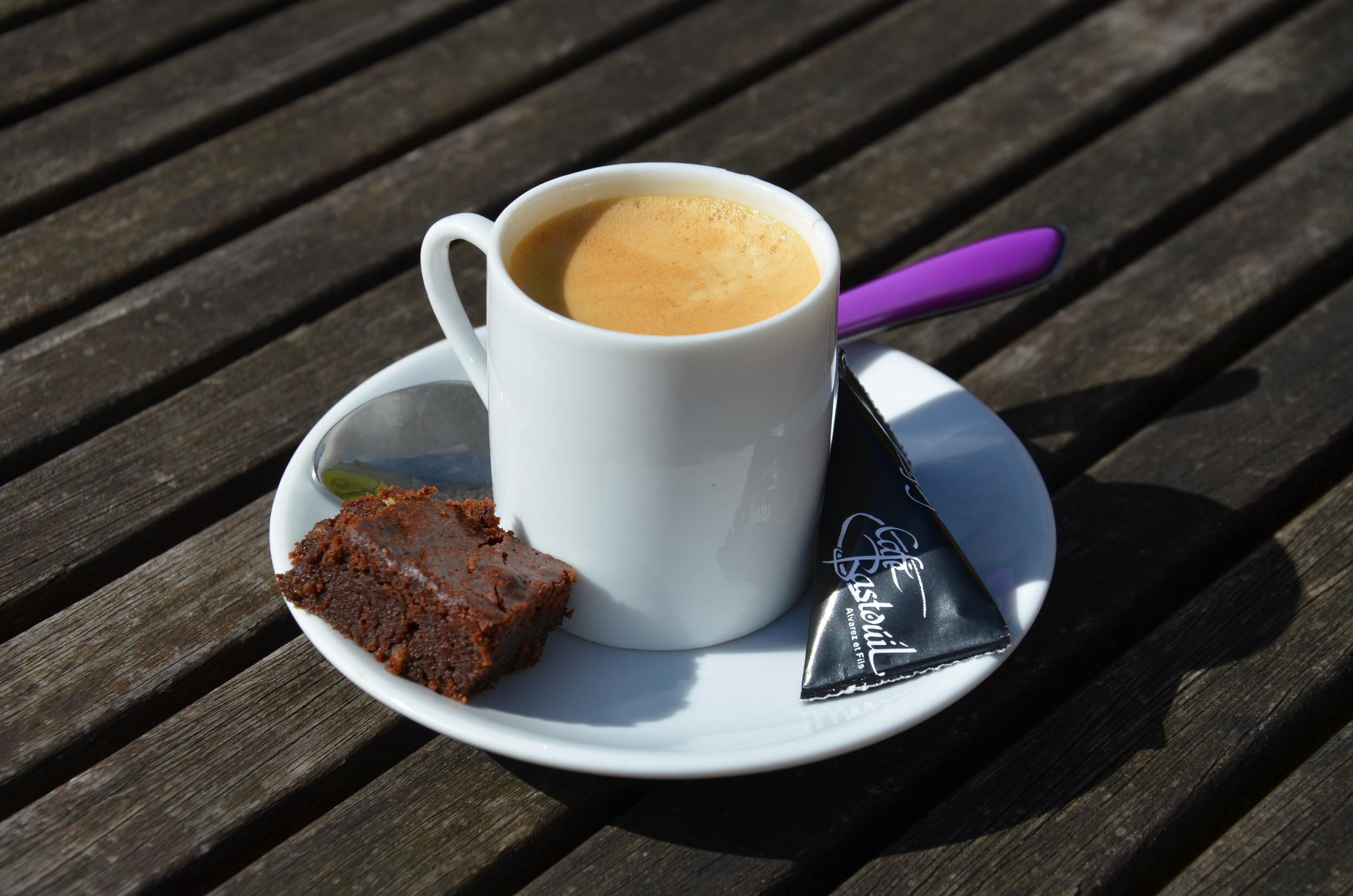 Un p'tit Café (from wikimedia). Oh, how cute!!