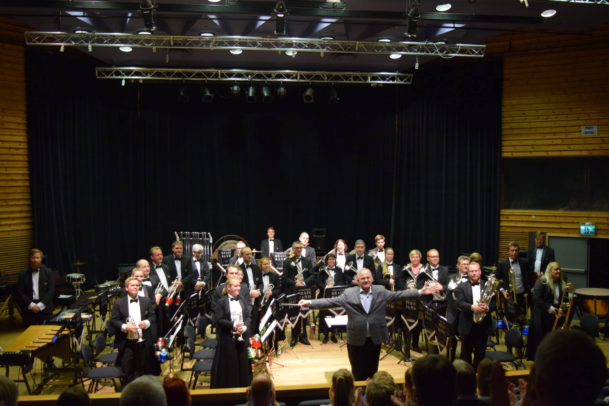 Stavanger Brass Band og kursdeltager Bob Walp.  Photo: NMF Rogaland