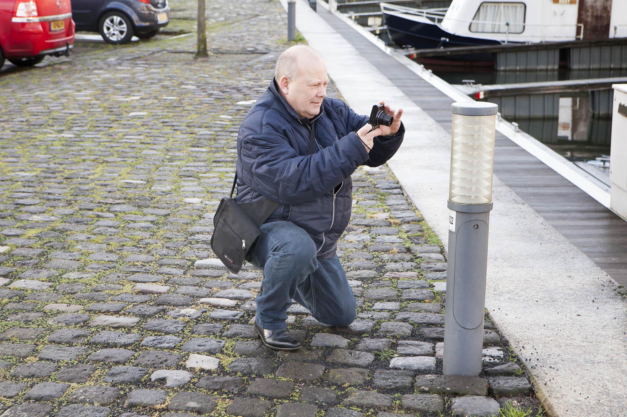 """Reinier in actie tijdens de workshop van 16 december 2017. """"Was leerzaam, bedankt Maarten en succes met fotograferen!"""""""
