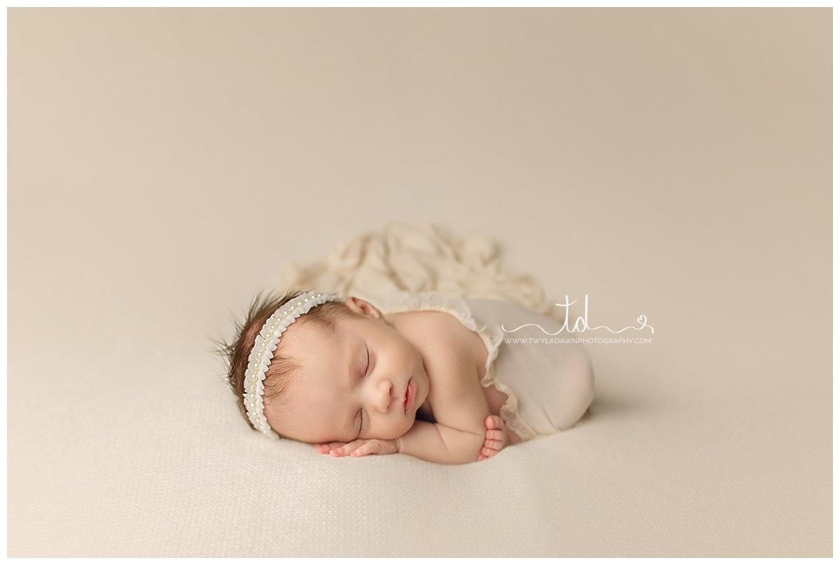 Utah Newborn Photographer   Perfect Cream Session #twyladawnphotography