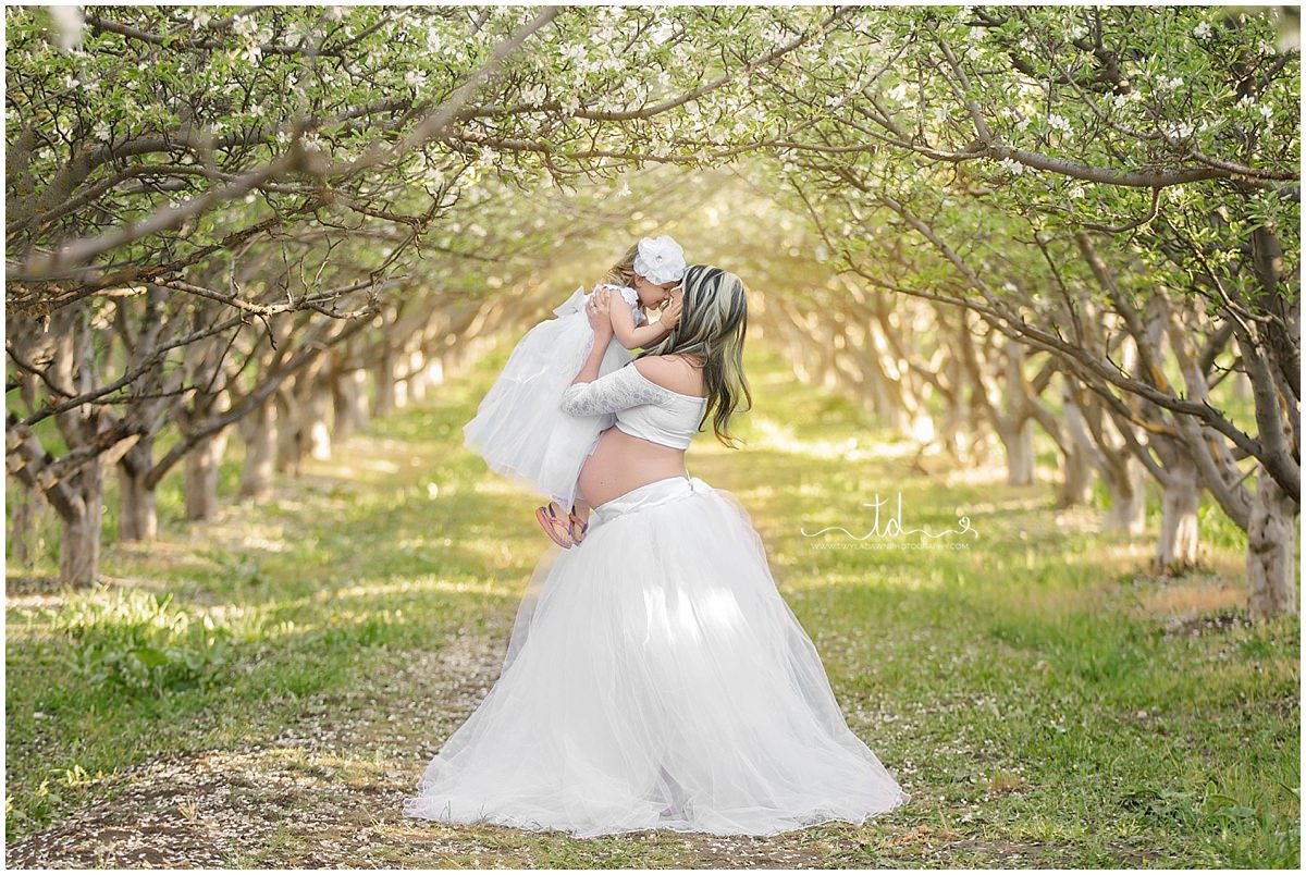 Mommy & Me maternity Session   Utah Maternity Photographer   Beautiful Spring Maternity   #TwylaDawnPhotography