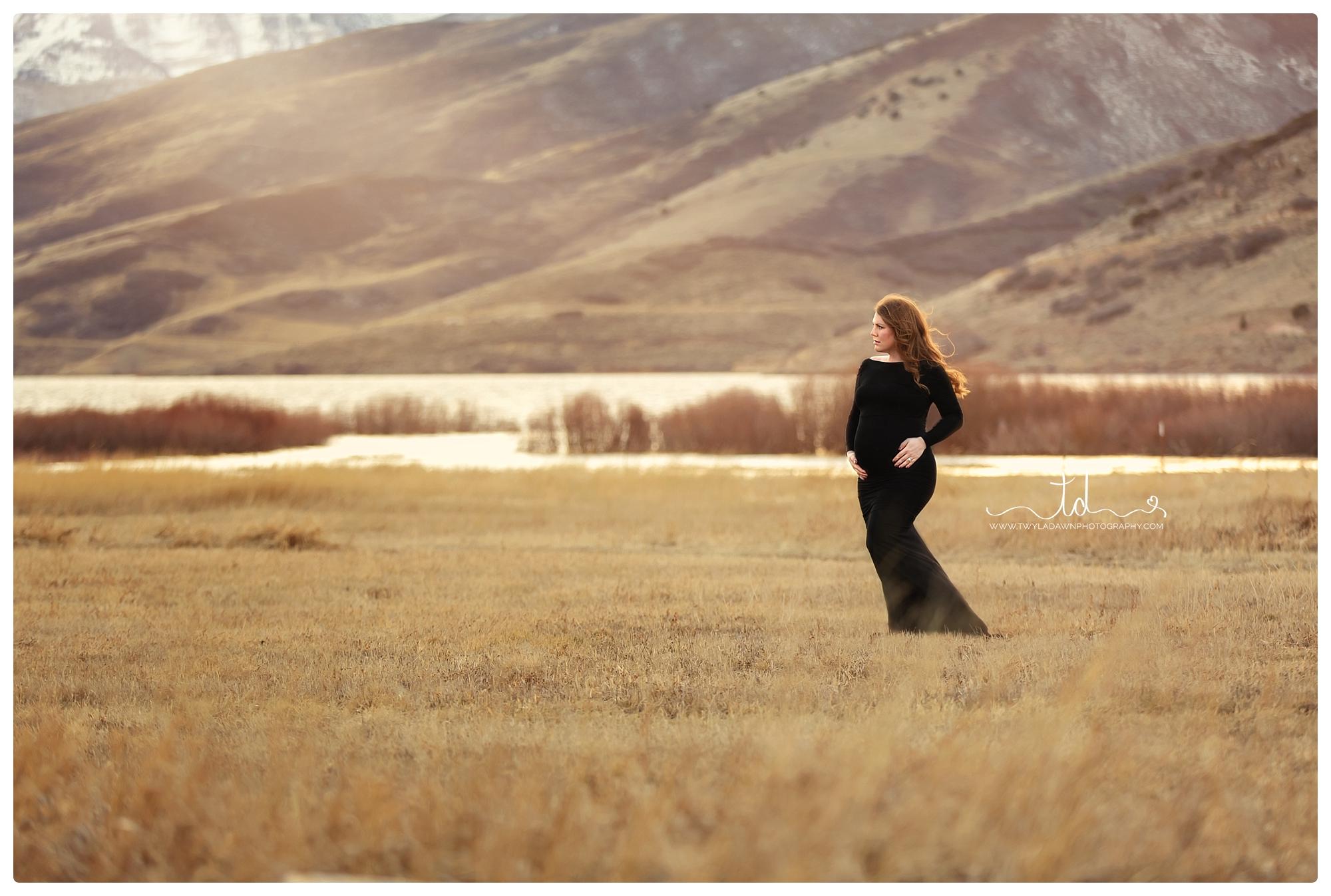 Utah Maternity photographer | Utah pregnancy photography | maternity gown | pregnancy pics | Utah mountain maternity
