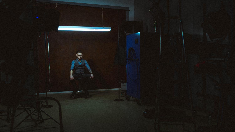 max-mesch-fotograf-meinerzhagen-rico-tungsten-leuchtstoffroehre-1-portrait.jpg