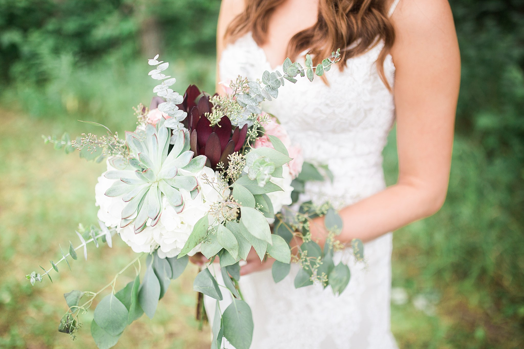 Classic Pineridge Hollow Wedding | Winnipeg Wedding Photographer | Bridal Bouquet | Keila Marie Photography