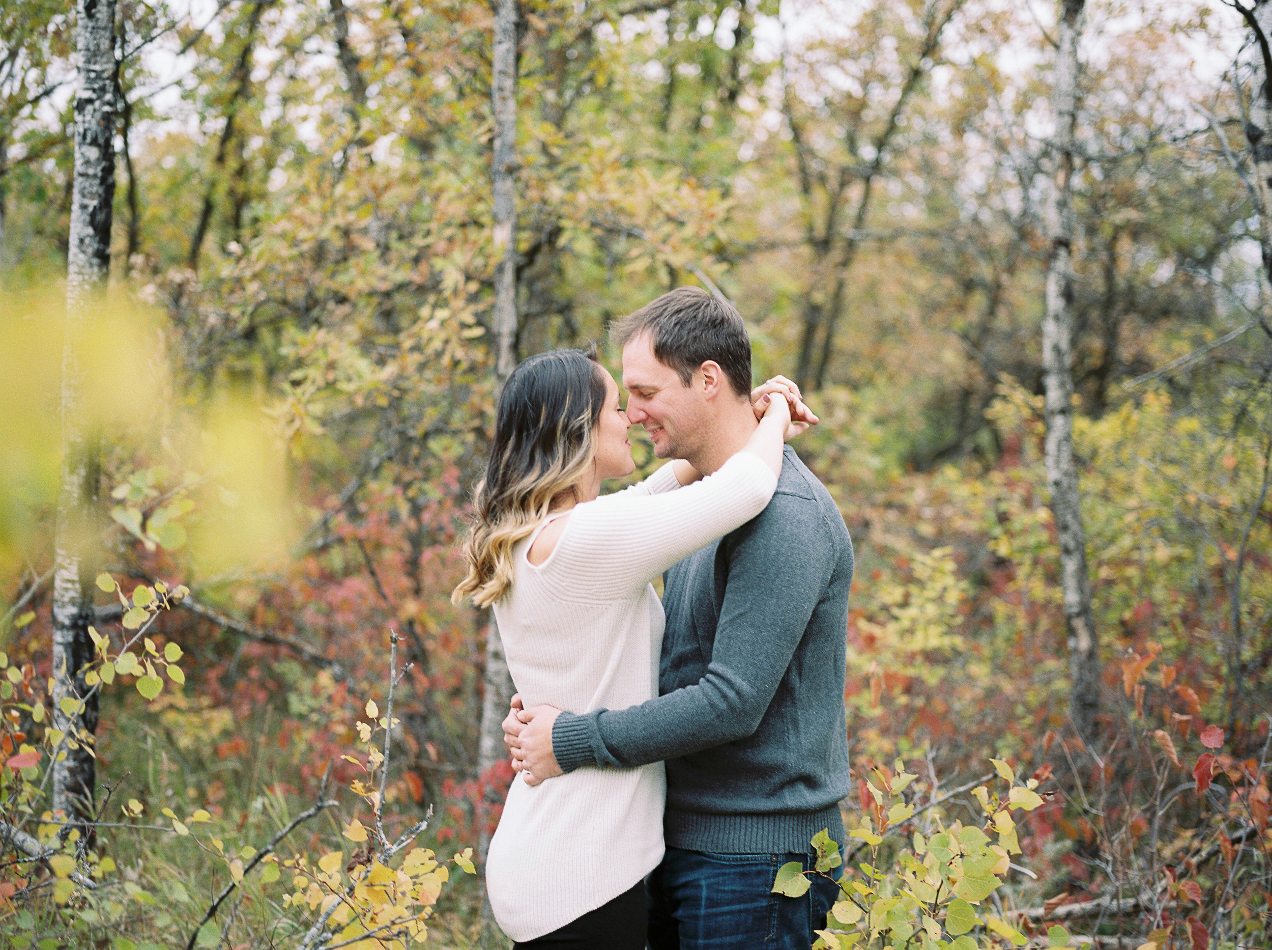 Fall-Engagement-Session-Outfit-Ideas-Winnipeg-Manitoba
