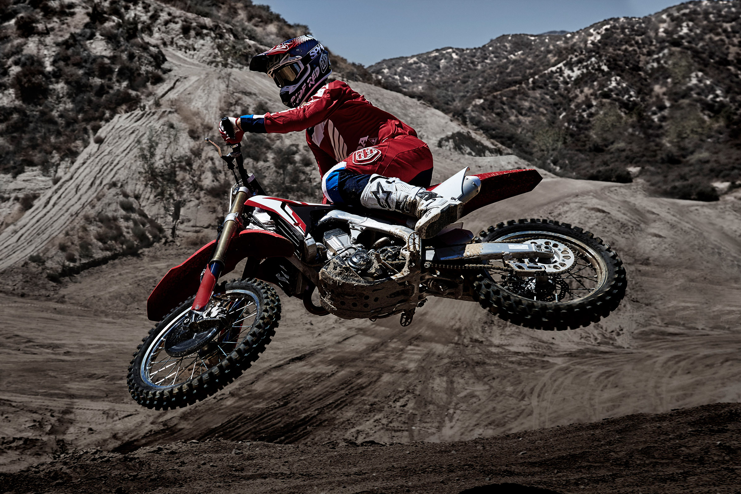 2017_CRF450R ACTION.jpg