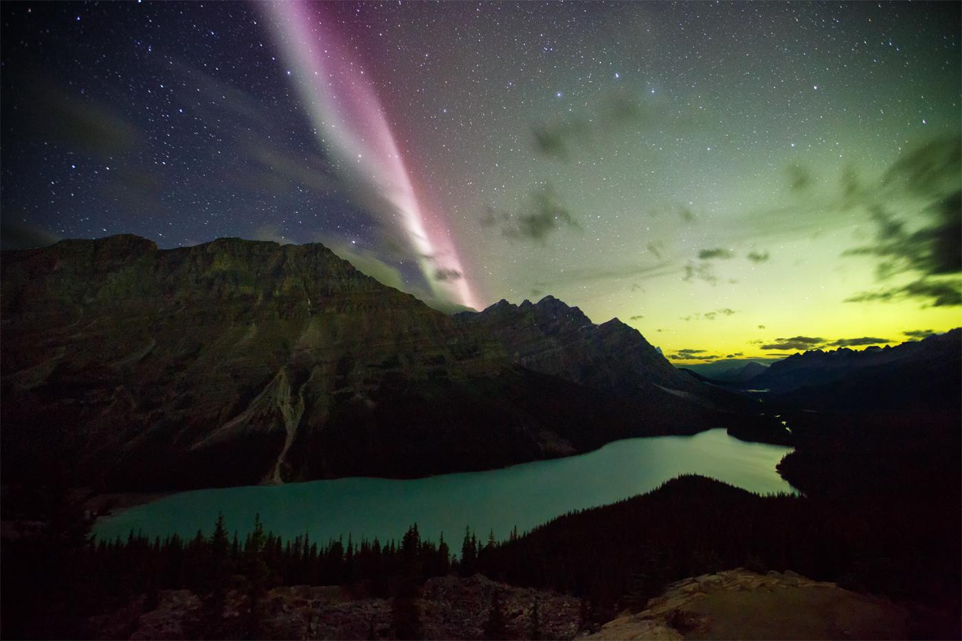 Peyto Lake feat. a proton arc aurora! (by Paul Nguyen, 2015)