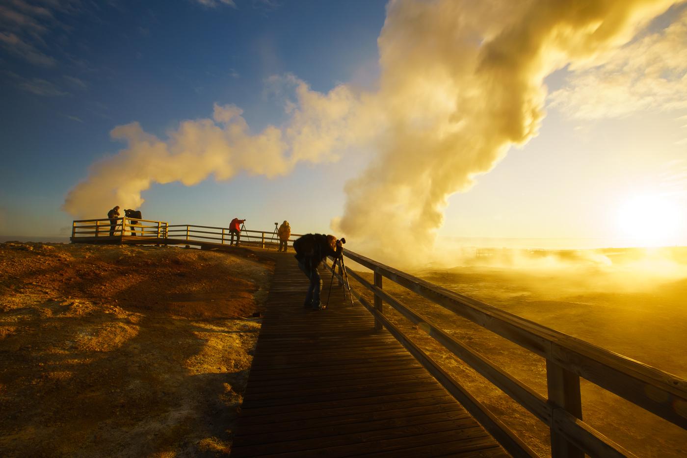 Photographing Gunnuhver at dawn © Paul Nguyen