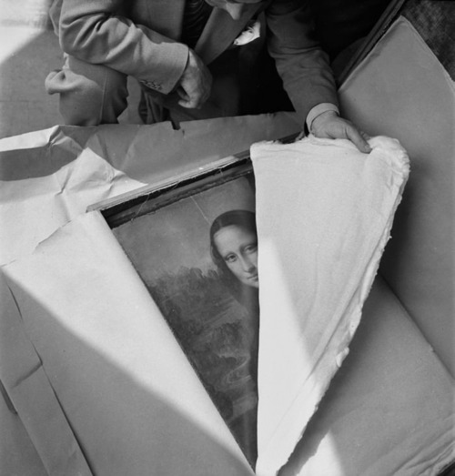 Mona Lisa being unpack-aged after WW2.