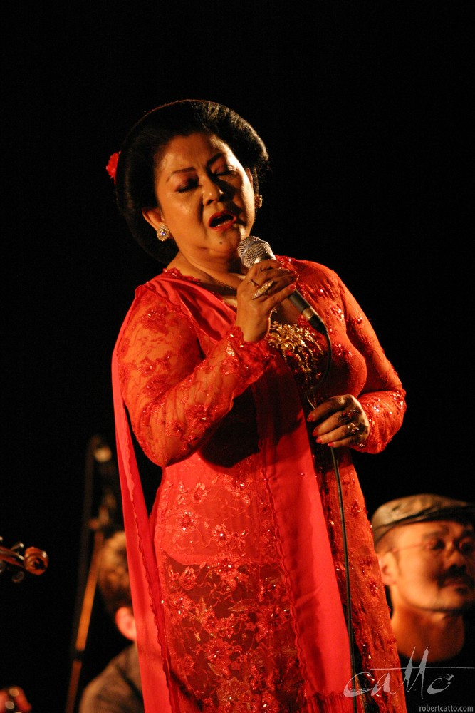 Waldjinah attheWellington International Jazz Festival 2003.