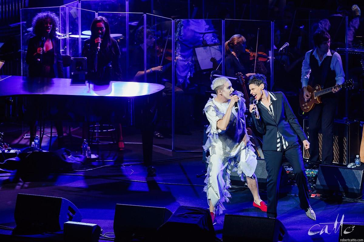 iOTA and Deborah Conway sing Suffragette City