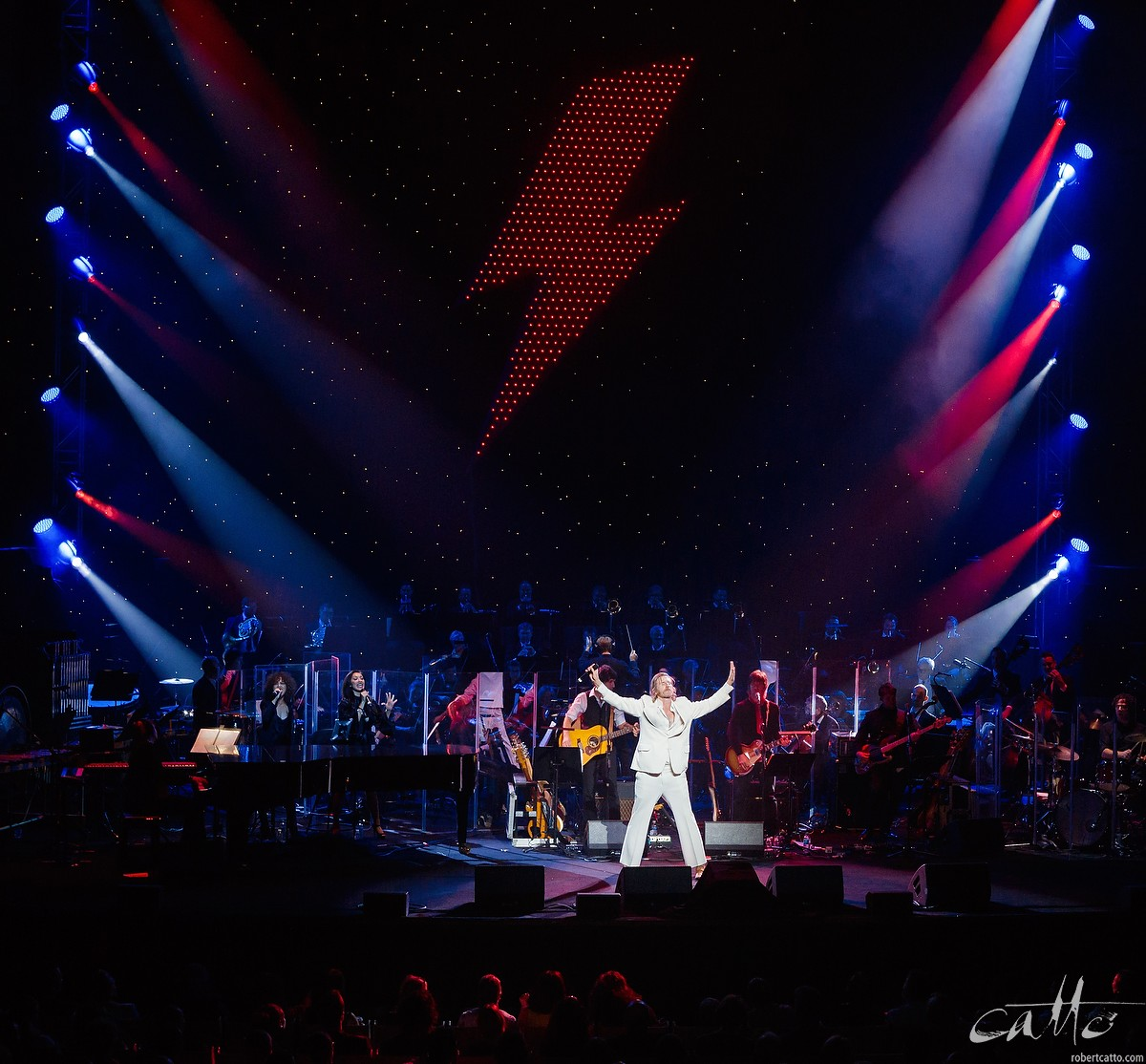 Tim Rogers sings Young Americans, with the Sydney Symphony Orchestra