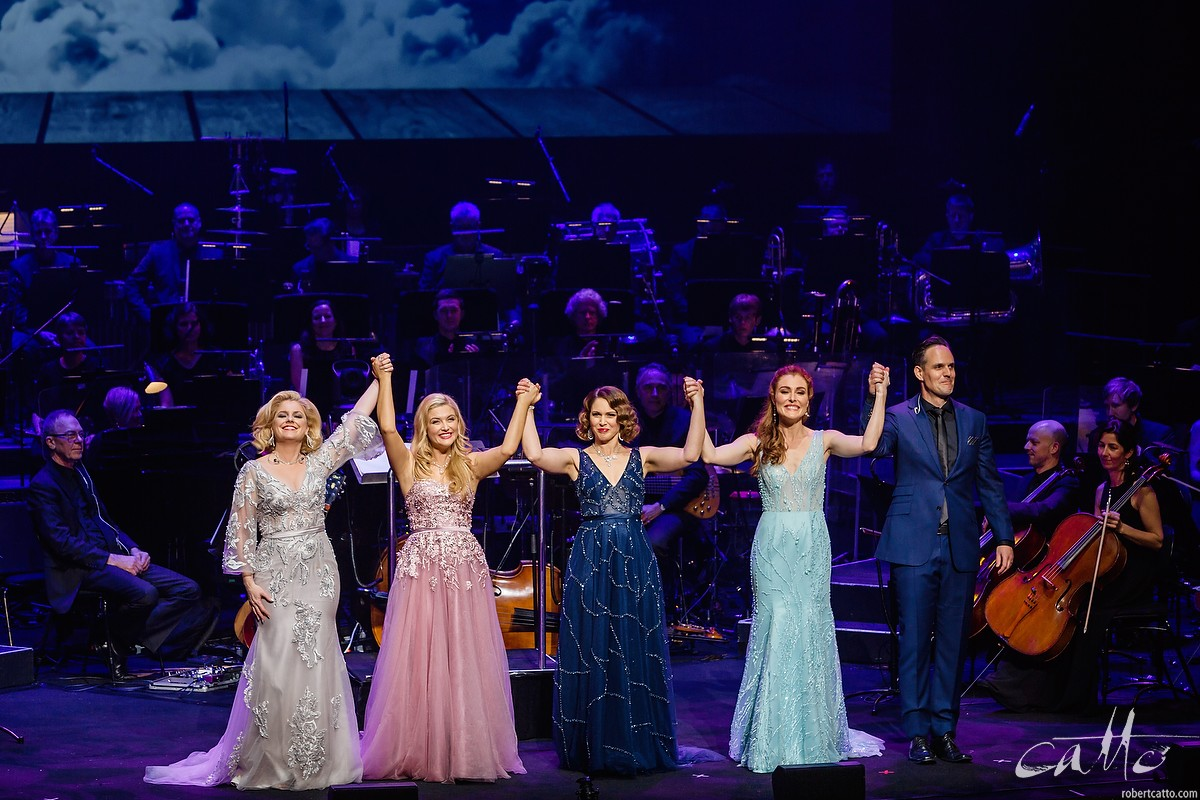 Helen Dallimore, Lucy Durack, Amanda Harrison, Jemma Rix and Ben Lewis thank the audience at the Sydney Opera House.