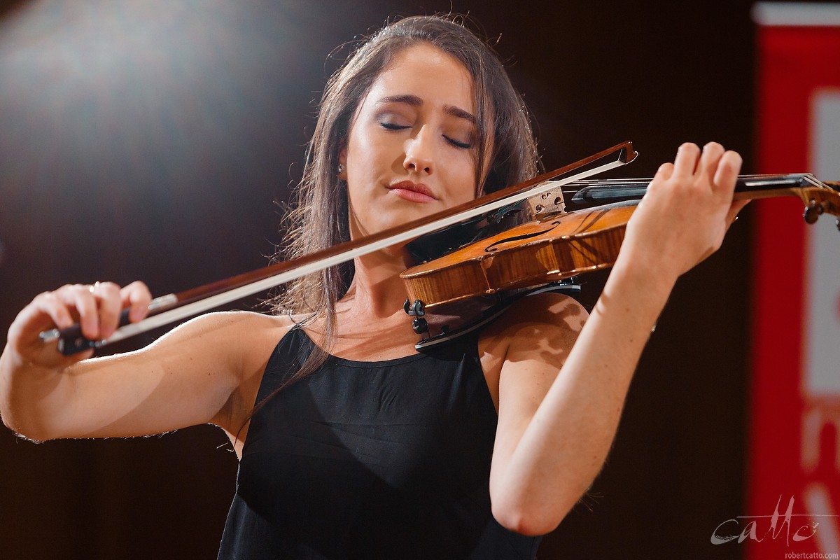 Annabelle Traves performing at a Musica Viva Masterclass with Maxim Vengerov