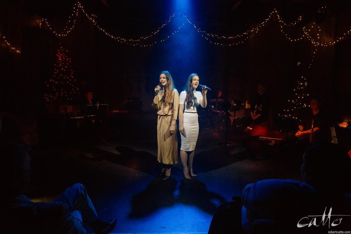 Laura Bunting & Kerri-Anne Greenland sing Silent Night