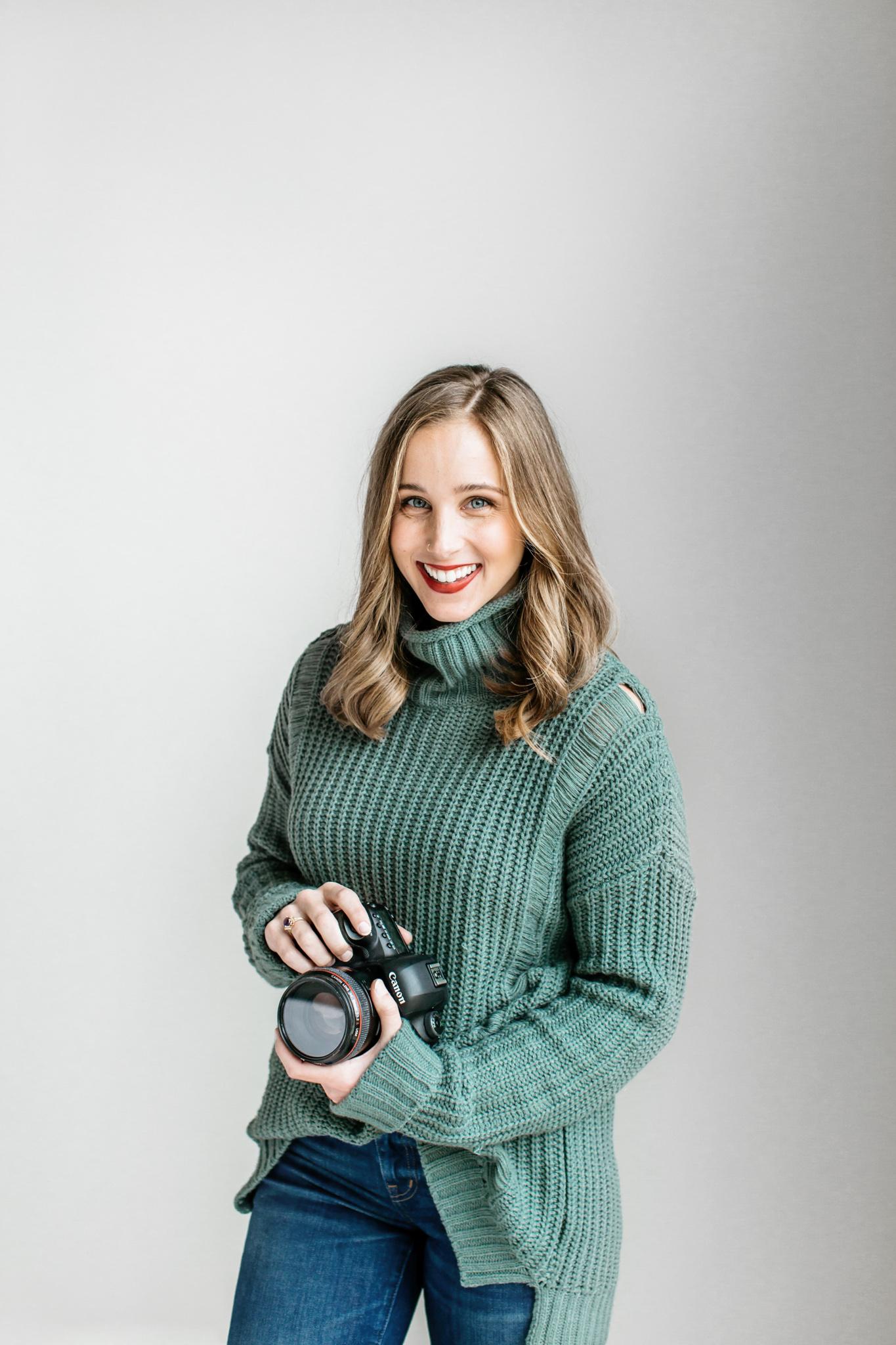 Alexa-Vossler-Photo_Dallas-Portrait-Photographer_ Melanie-Foster-Headshots-4.jpg
