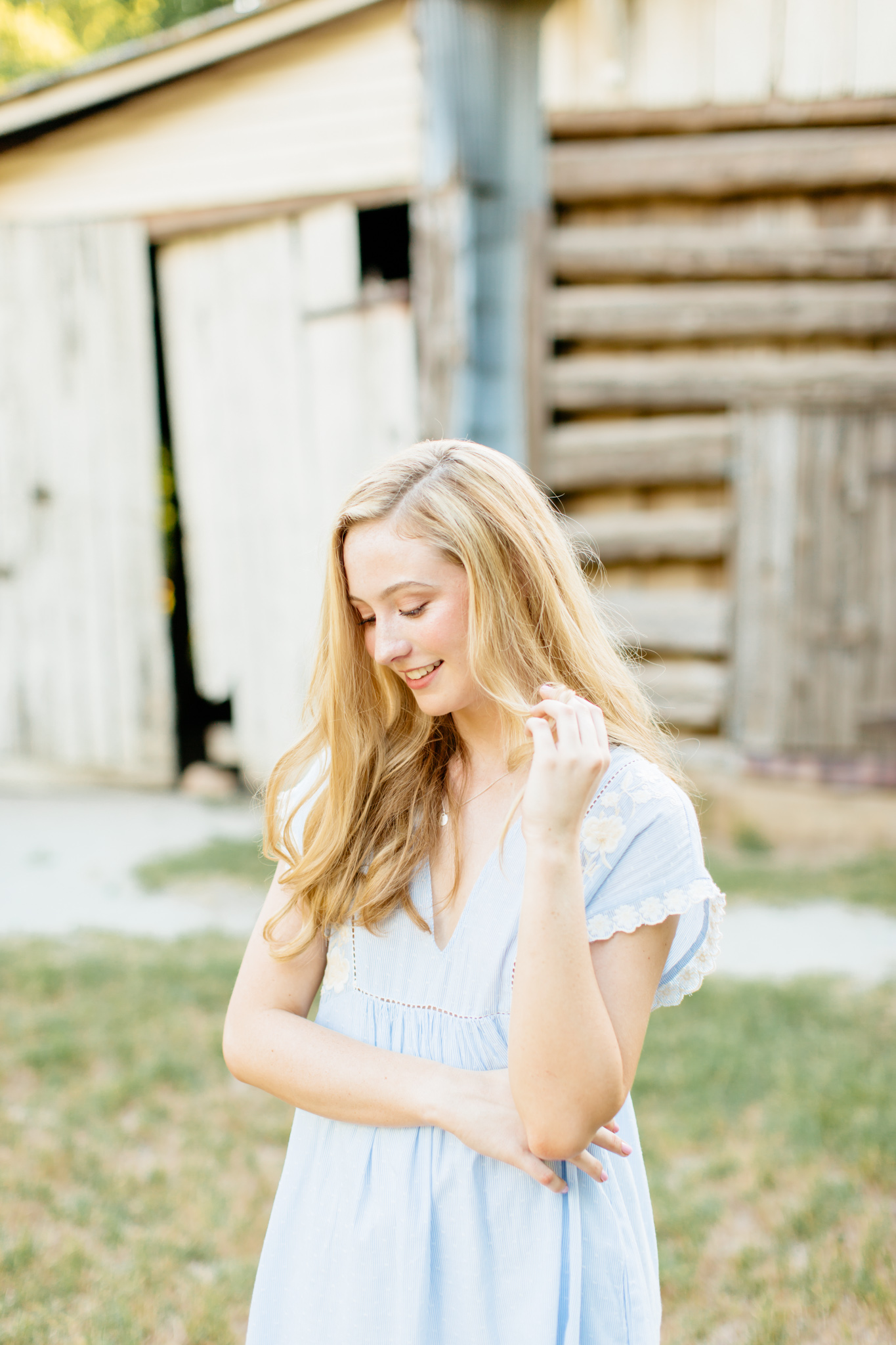 Alexa-Vossler-Photo_Dallas-Senior-Photographer_Senior-Photoshoot-at-Penn-Farm_Ellie-2.jpg