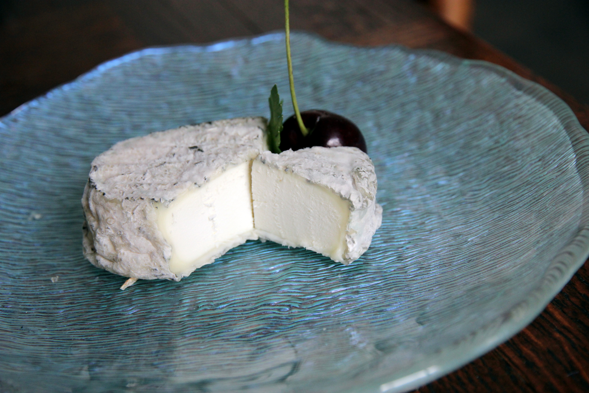 Chèvre fermier, also with a cindered rind.
