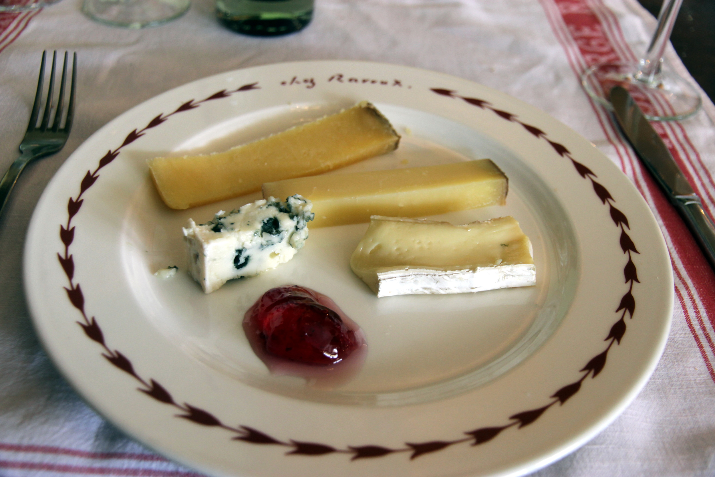 The cheese plate at the Auberge Ravoux (from south to north):  confit de coquelicot  (jelly made from wild poppies),  Roquefort Papillon  (left),  Brie de Meaux  (right),  Comté  (aged 12 months), and  Salers  (aged 18 months) /L'assiette du moment à L'Auberge Ravoux (du sud au nord) : confit de coquelicot, le Roquefort  Papillon  (gauche), le Brie de Meaux, le Comté (12 mois), le Salers (18 mois).